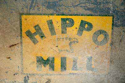 Hippo_sign.jpg (21421 bytes)