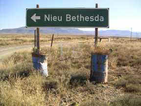Nieu Bethesdsa Sign small.JPG (10287 bytes)