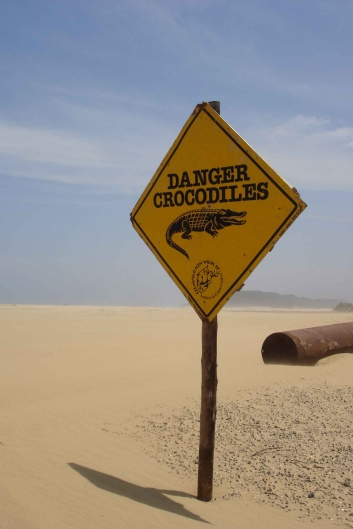 Sign Danger Crocodiles.JPG (95852 bytes)