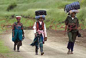 Lesotho images Ladies walking nr Ha Tladi (52303 bytes)